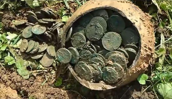 Клад монет Екатерининских пятаков