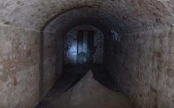 Подземный ход под кремлем в Москве
