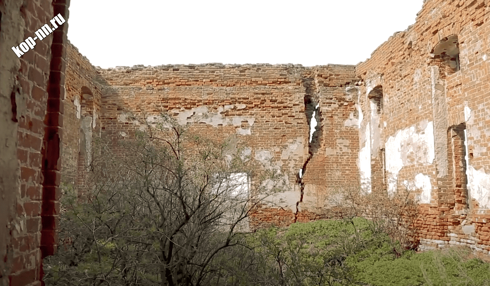 Развалины церкви Казанской Божией Матери Шатковский район