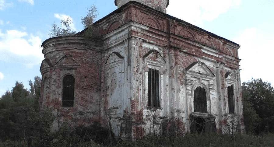 Церковь, в селе Сквозники ь Михаила Архангела